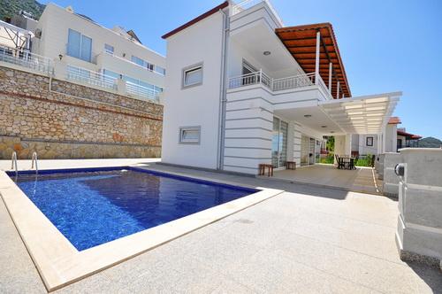 Large Modern 3 Bedroom Triplex Villa with Swimming Pool & Sea View