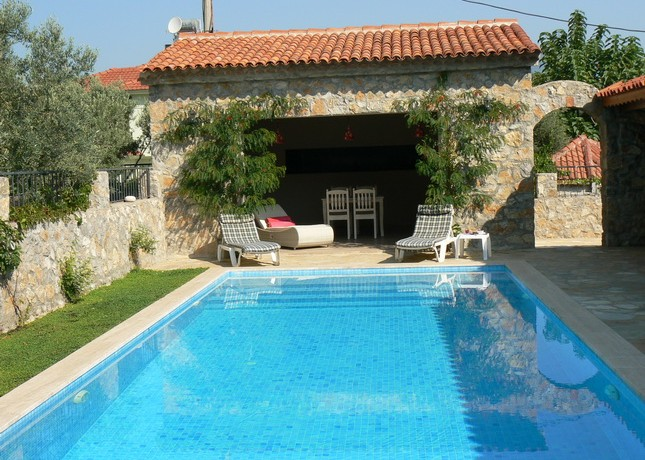 beyaz homes uzumlu vılla-pool (2)