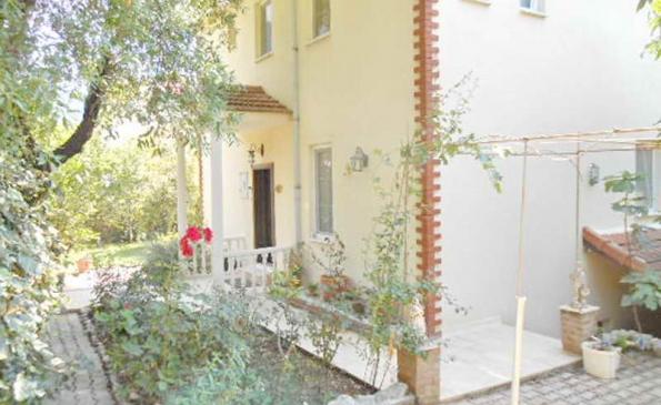 Villa-from-Garden_resize-595x365