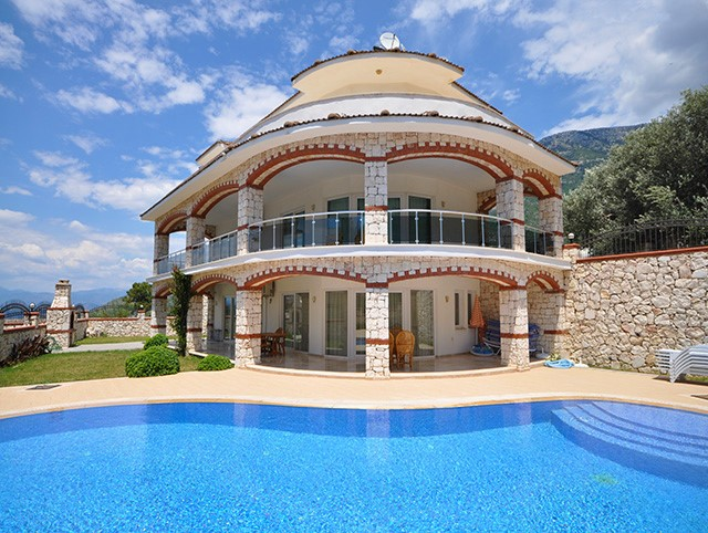 Very Spacious Fully Furnished Villa in Ovacik For Sale