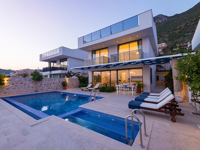 Fully Furnished Villa with Spectacular Views