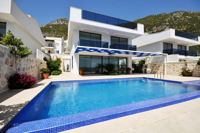 Brand New Villa with Sea Views