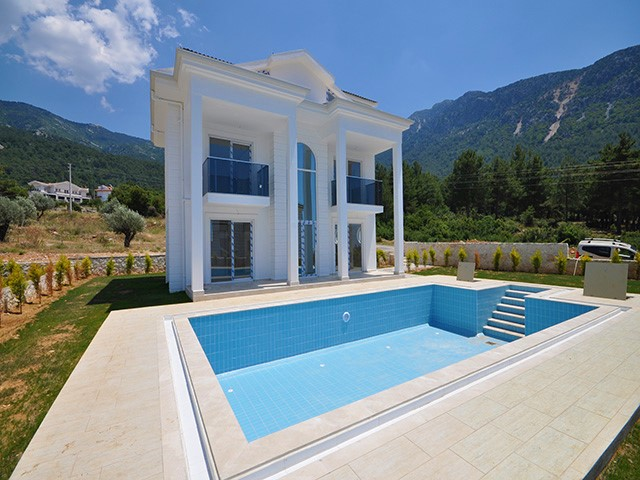 Detached Four Bedroom Villas with Private Pool