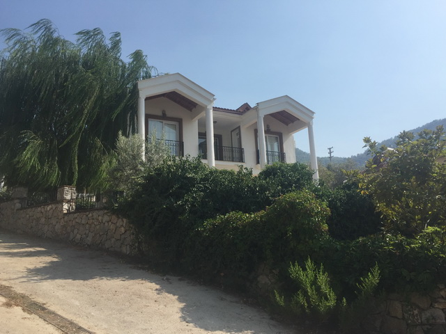 5 Bedroom Detached Villa with Large Garden and Private Swimming Pool