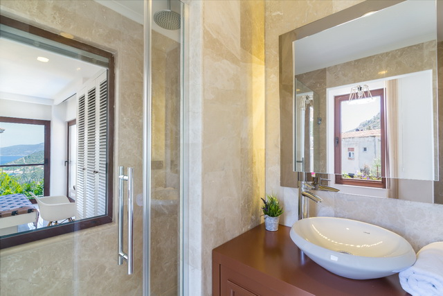 44-Master Bathroom_resize