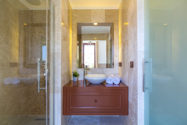 45-Master Bathroom_resize