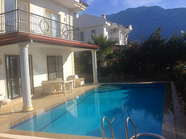 Detached Villa with All Bedrooms having Private Bathrooms