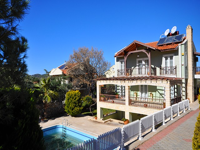Detached Villa with Self Contained Apartment For Sale