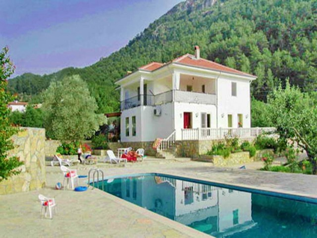 Spacious Villa with Private Pool and Guest House For Sale
