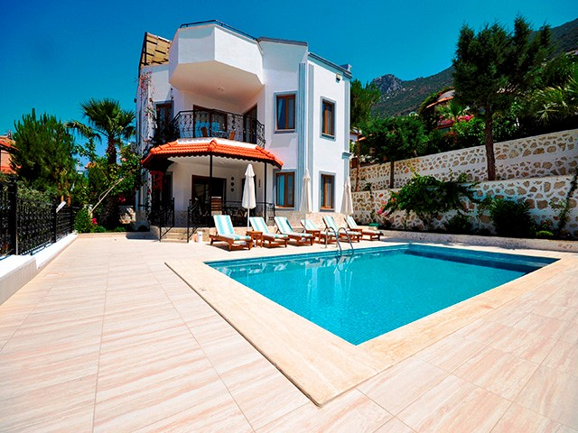 Beautiful 3 Bedroom Villa with Amazing Views For Sale