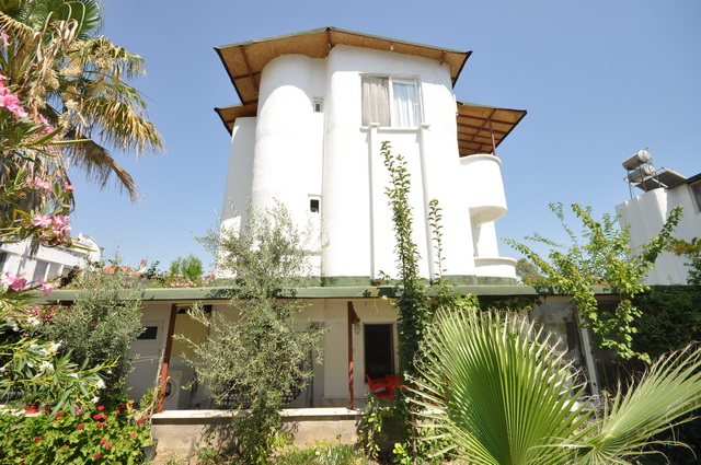 Refurbished Semi-Detached Villa in Kocacalis
