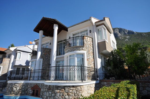 Bargain Uzumlu Villa With Beautiful Valley Views and Mountain Backdrops