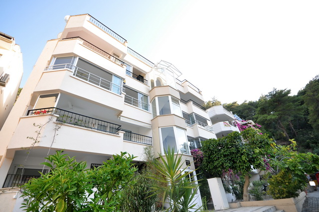 SOLD!! Superb Sea View Apartment Just Minutes to the Harbour