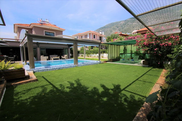 Luxurious Ovacik Villa With Indoor and Outdoor Swimming Pools For Sale
