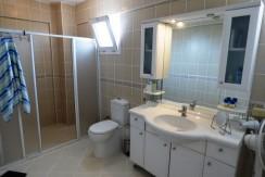 23 Family bathroom_resize