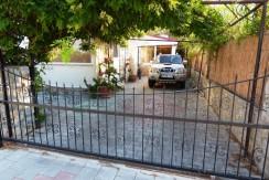 4 Villa private parking_resize