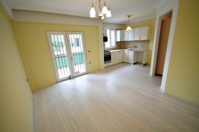 2 Bed Ground Floor Apartment with Shared Swimming Pool For Sale
