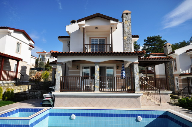 4 Bedroom Spacious Villa with Private Pool and Garden For Sale