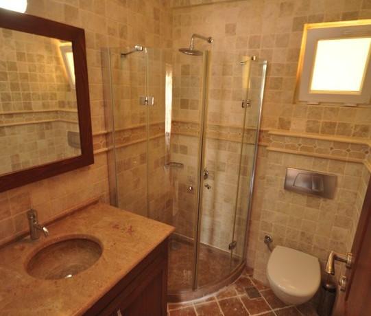 bathroom3 coral6