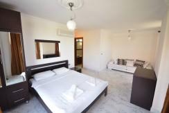 bedroom2 coral6