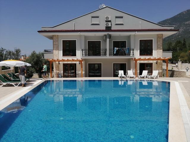 3 Yatak Odalı Ortak Yüzme Havuzlu Satılık İkiz Villa