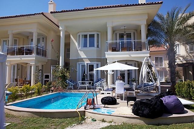 4 Bedroom Triplex Villa in a Sea Front Complex For Sale