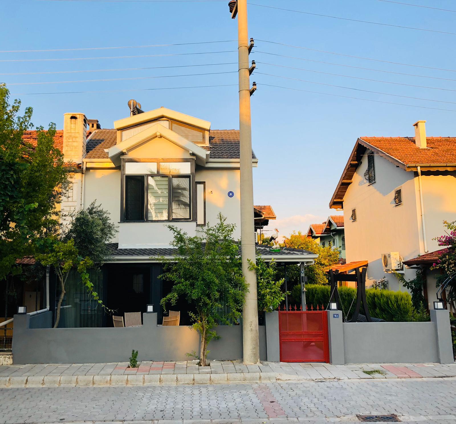 Fethiye'de Merkezi Konumda Satılık Triplex Villa