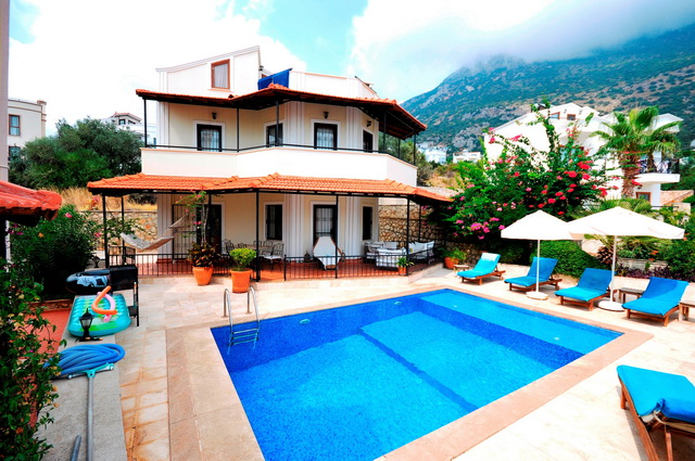 Bargain !!!  3 Bedroom Detached   Villa with Private Pool For Sale