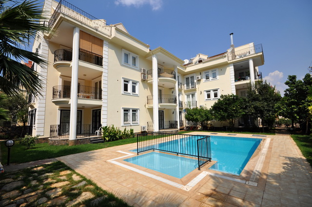 3 Bedroom Apartment with Shared Swimming Pool For Sale