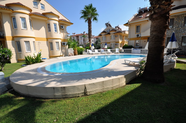 4 Bedroom Detached Villa in a Complex with Shared Pool For Sale