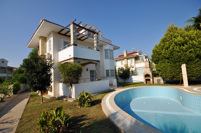 3 Bedroom Detached Villa with Swimming Pool For Sale