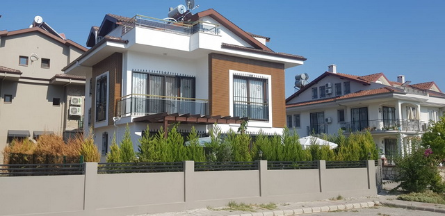 4 Bedroom Luxury Triplex Villa For Sale