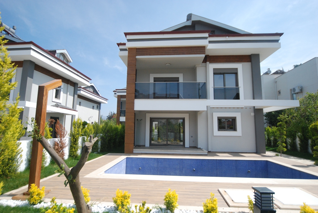 4 Bedroom Detached Villas  with Private Pool For Sale