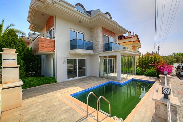 4 Bedroom Detached Triplex Villa with Private Pool For Sale