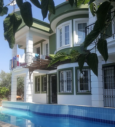 5 Bedroom Detached Villa with Garden and Swimming Pool For Sale