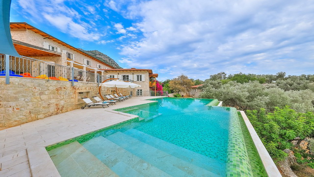 5 Bedroom Detached Luxury Villa with Amazing Sea View For Sale