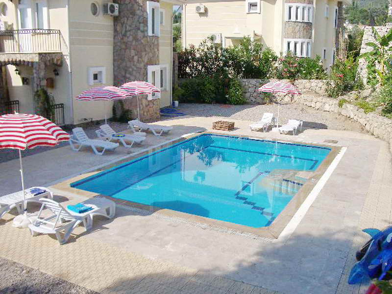 3 Bedroom Detached Villa with Communal Pool For Sale