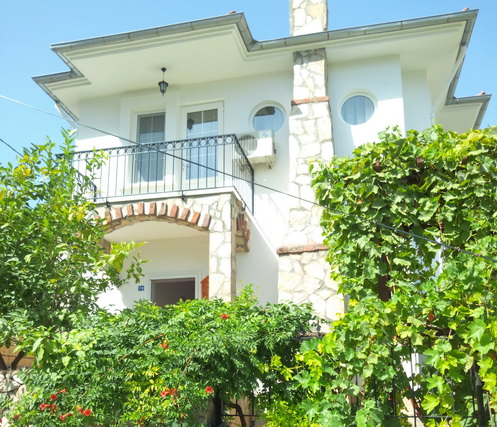 3 Bedroom Detached Villa with Shared Swimming Pool For Sale