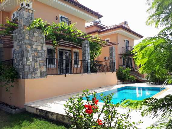 5 Bedroom Detached Villa with Private Swimming Pool For Sale