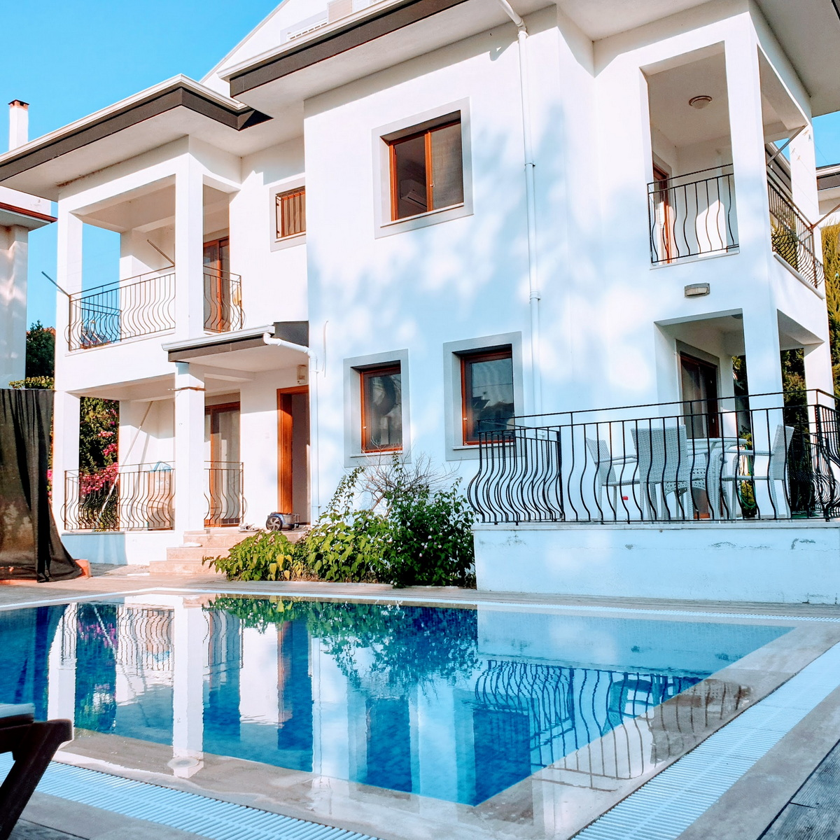3 Bedroom Semi Detached Villa with Private Pool For Sale