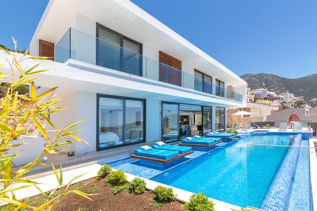 Luxury Designed 5 Bedroom Triplex  Villa with Amazing Sea View For Sale