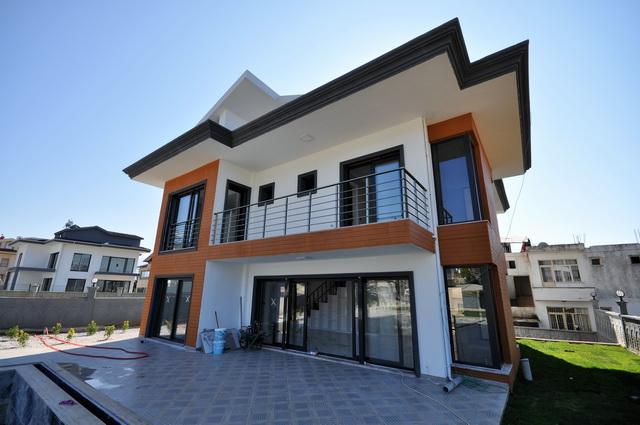 10 Bedroom Brand New Luxury Villa with Swimming Pool For Sale