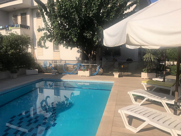 2 Bedroom Ground Floor Apartment with Shared Swimming Pool For Sale