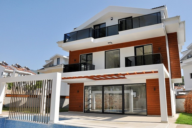 4 Bedroom Detached Villa with Private Swimming Pool For Sale