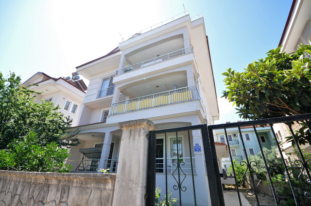 3 Bedroom Duplex Apartment Close to the Town Center For Sale