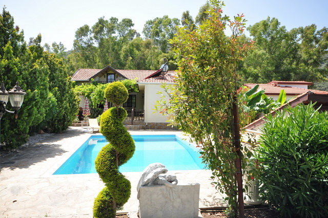 ON HOLD !!! 4 Bedroom Detached Private Villa with Pool and Gardens For Sale
