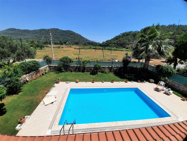 Spacious 3 Bedroom Detached Triplex Villa with Private Pool For Sale