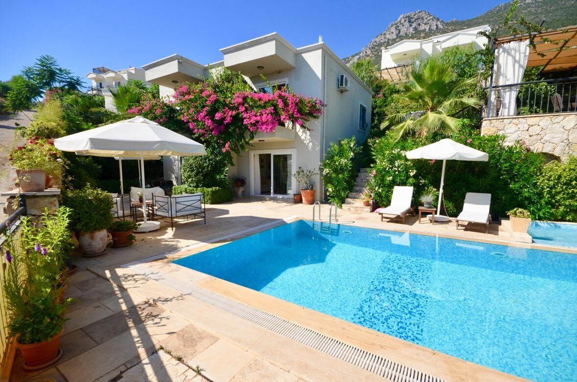 4 Bedroom Duplex  Villa with Sea View & Private Pool For Sale