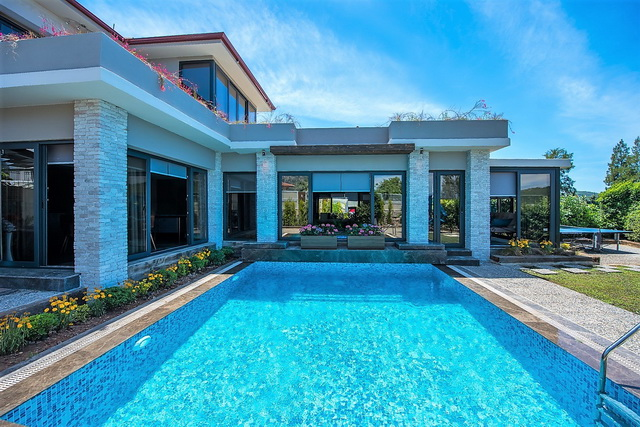 3 Bedroom Luxury Duplex Villa with Private Pool and Garden