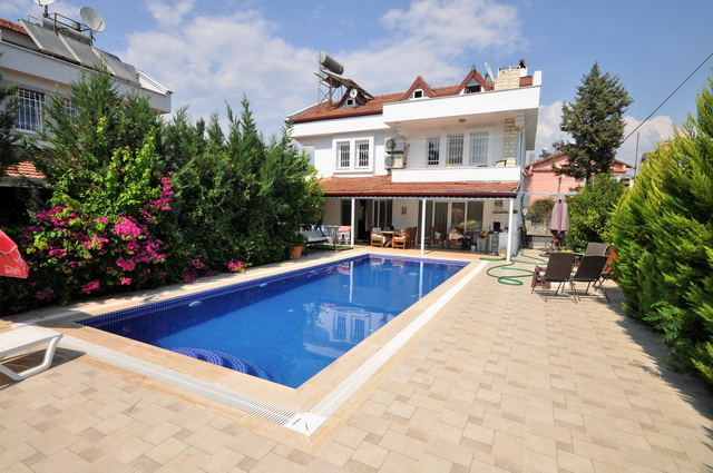 7 Bedroom Detached Triplex Villa with Swimming Pool For Sale